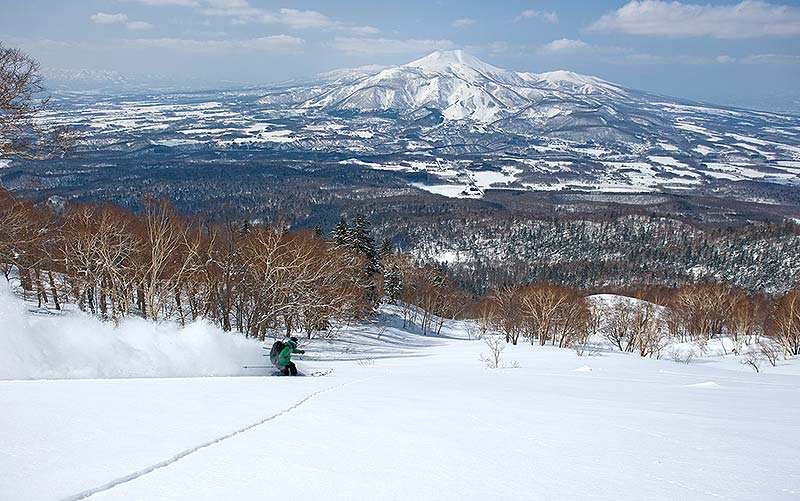 Niseko Snow Lifts and Terrain
